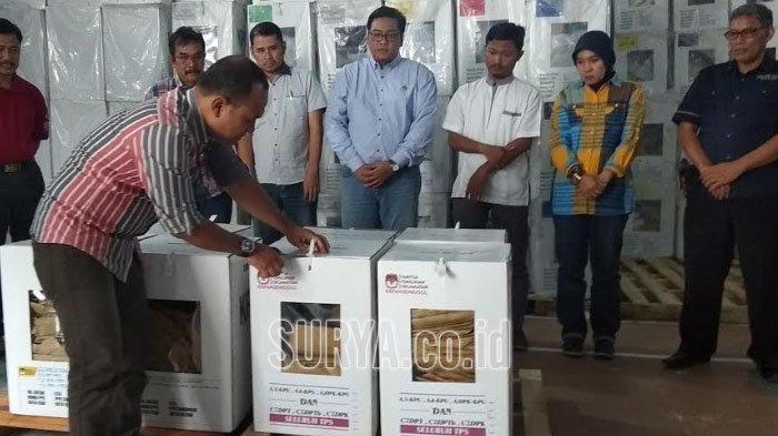 Ambil Data Daftar Pemilih Khusus Pilwali, KPU Buka Kotak Suara Pemilu 2019