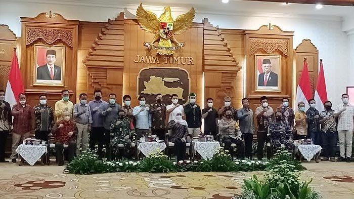 Ketua Umum PB HMI Raihan Ariatama Silaturahmi ke Gubernur Khofifah dan Kapolda di Grahadi