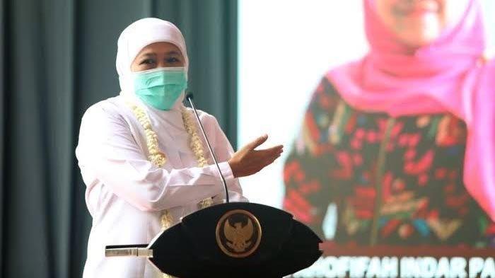Gubernur Jawa Timur, Khofifah Indar Parawansa saat memberi sambutan di Mal Pelayanan Publik, Pasar Baru, Kabupaten Magetan, Senin (5/4/2021).