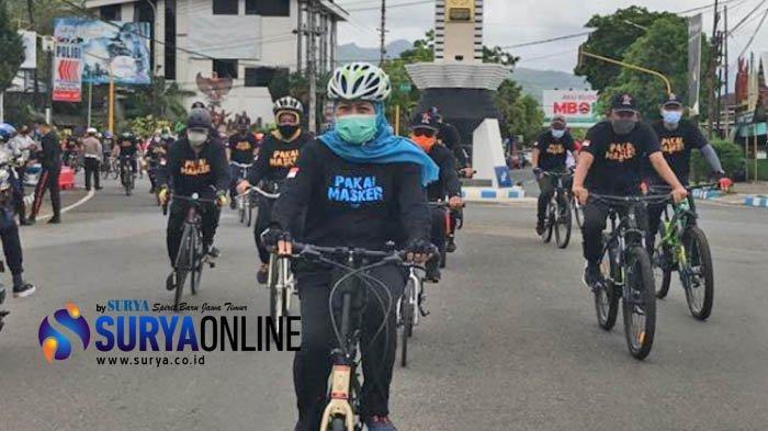Gowes Keliling Pacitan, Khofifah Sosialisasikan 3M Sambil Dorong Pemulihan Ekonomi