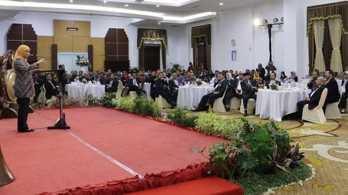 Gubernur Khofifah Ajak APTISI Perkuat Tanggung Jawab dan Karakter Generasi Muda di Era Fintech