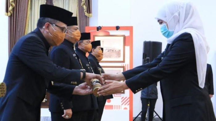 Gubernur Khofifah Lantik Enam Penjabat Bupati dan Wali Kota