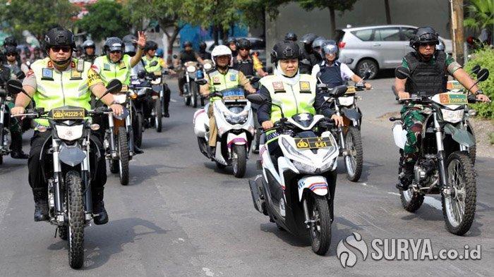 Berkendara Sepeda Motor, Gubernur Khofifah Bersama Kapolda dan Pangdam Sidak Gereja di Surabaya