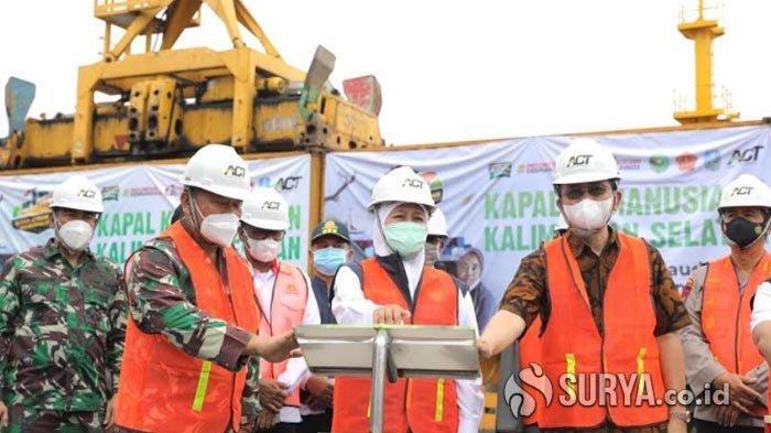 Gubernur Khofifah Langsung 'Tancap Gas', Lepas Kapal Kemanusiaan Kirim Bantuan ke Kalsel