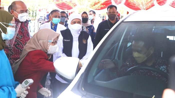 Khofifah Ingin Vaksinasi Drive Thru di Universitas Muhammadiyah Surabaya Ditiru Tempat Lain
