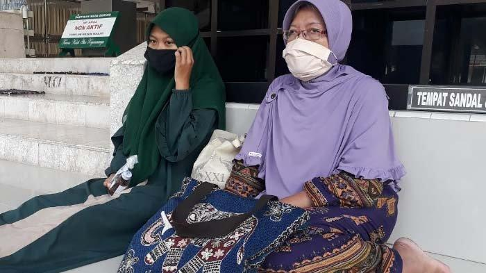 Kisah PiluSeorang Janda di Gresik 4 Bulan Belum Bayar Kos, akhirnya Pilih Tinggal di Masjid