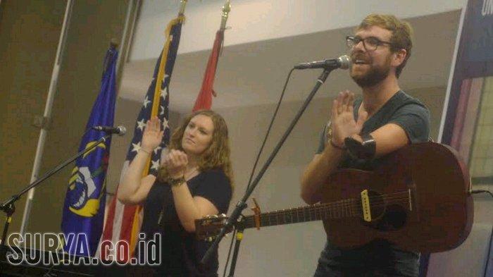 Usaha Berdarah-darah Tony Memmel, Musisi Bertangan Cacat Untuk Bisa Mahir Memainkan Gitar