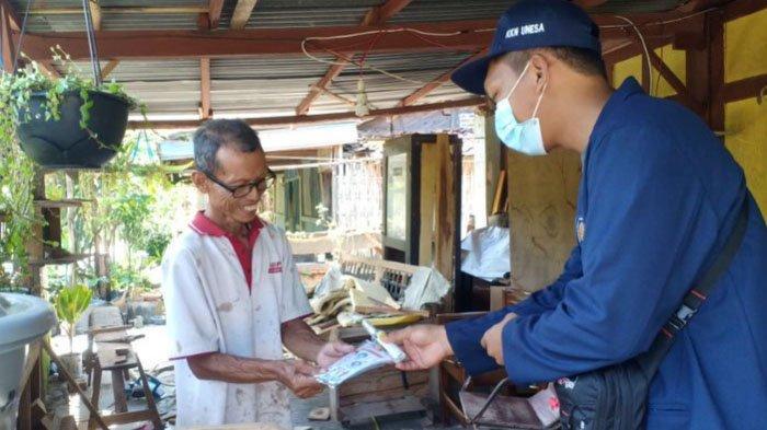 KKN Mahasiswa Unesa di Kabupaten Madiun: Berbagi Masker untuk Lansia hingga Penyemprotan Disinfektan