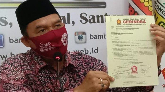 Bacabup Sidoarjo, Bambang Haryo Soekartono (BHS) menunjukkan surat rekomendasi dari Partai Gerindra yang telah dikantonginya. BHS berencana membentuk koalisi besar dan mencari pendamping dari NU