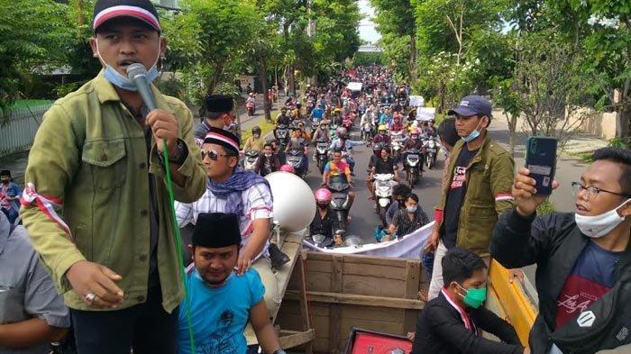 Protes Penyekatan dan Swab di Jembatan Suramadu, Massa dari Madura Geruduk Kantor Wali Kota Surabaya