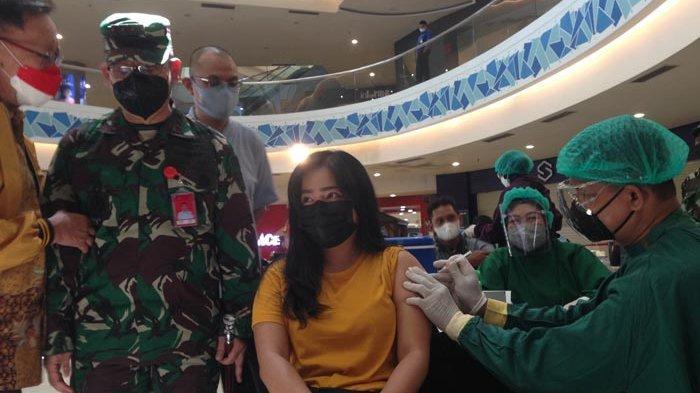 Ribuan Warga Surabaya Antusias Ikut Vaksinasi di Mal
