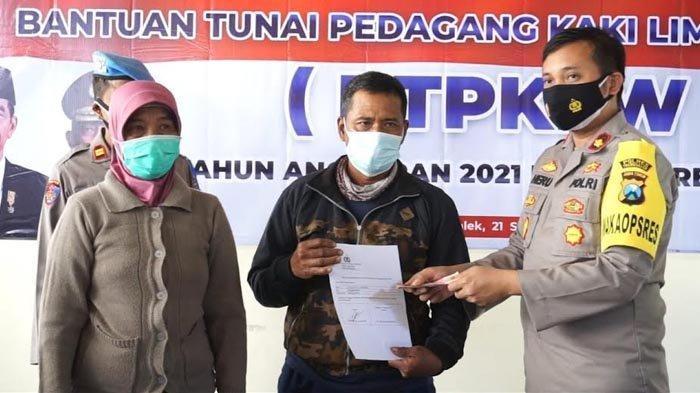 50 PKL dan Pemilik Warung di Trenggalek Mendapat Bantuan Rp 1,2 Juta dari Kepolisian
