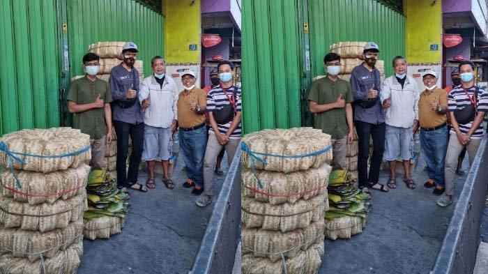 Kurangi Kantong Plastik, jelang Idul Kurban Komunitas Akta Bhumi Bagikan Ribuan Besek kepada Warga