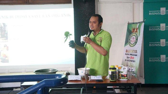 Komunitas Petani Millenial ITS Ikut Pelatihan Bertanam Organik di Perkotaan