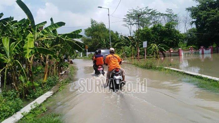 Sungai Panewon Meluber, Rendam Rumah dan Jalan Poros Desa di Sooko Mojokerto