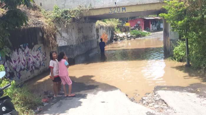 Jalan Penghubung Sidoarjo - Pasuruan Banjir, Banyak Kendaraan Putar Balik hingga Genangan
