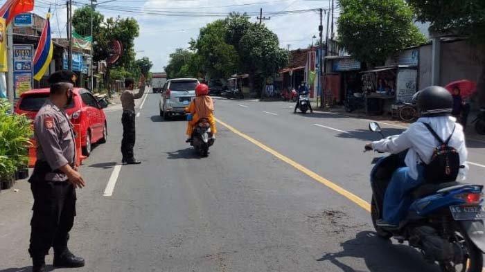 Arus Lalu Lintas Jalur Utama Antardaerah di Kabupaten Nganjuk jelang Lebara Cenderung Sepi