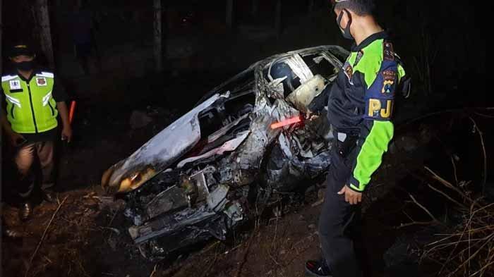 Honda Odyssey Ringsek dan Terbakar Setelah Kebut-kebutan di Tol Malang-Surabaya, Satu Orang Tewas