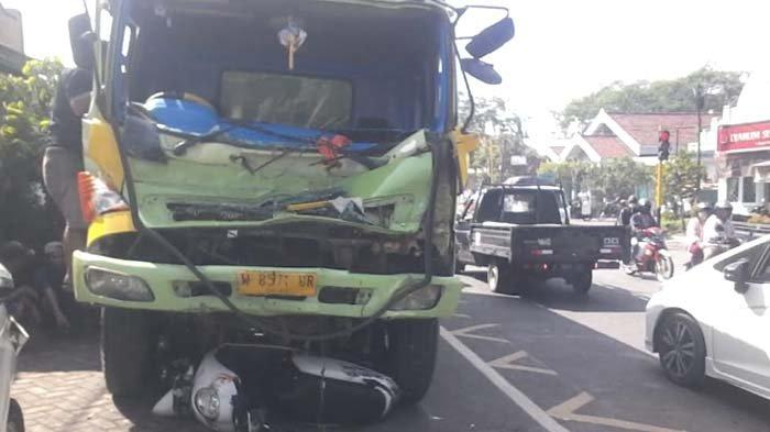 Rem Blong, 5 Kendaraan Terlibat Kecelakaan Karambol, Jalur Lumajang - Jember sempat Macet Panjang