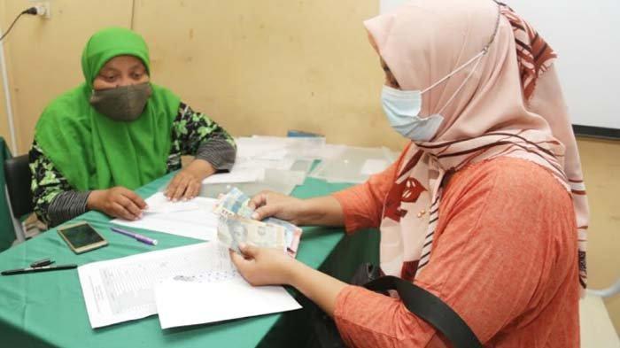 Pemkot Surabaya Perintahkan Koperasi Sekolah Kembalikan Uang Seragam Siswa MBR, Siswa Pakaian Bebas