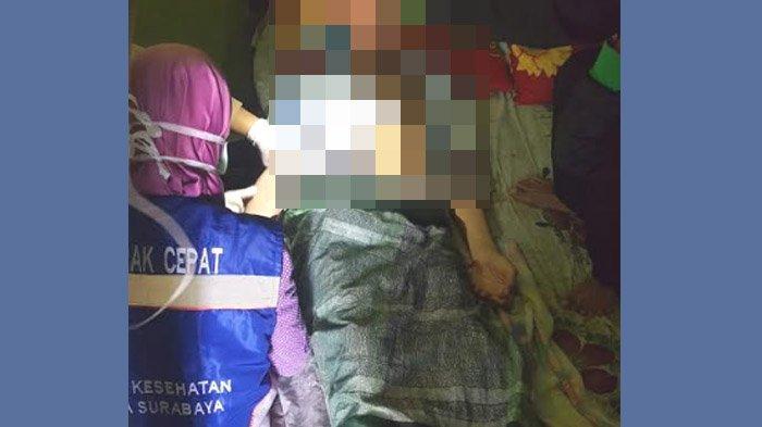 BREAKING NEWS - Ditinggal Istri, Pria Asal Sememi Surabaya Tusuk Perut Sendiri Pakai Pisau Dapur
