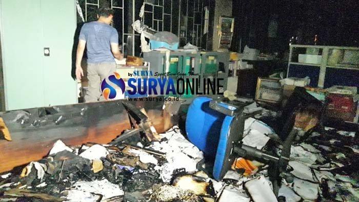 Diduga Korsleting Listrik, Kantor BKD Jatim Kebakaran. Ribuan Arsip Pensiunan PNS Hangus