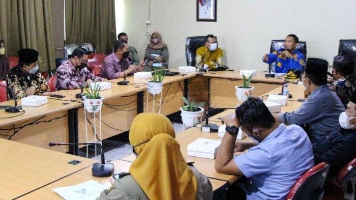 Dikunjungi Komisi A DPRD Lamongan, Satpol PP Kota Kediri Beber Cara Tegakkan Prokes ke Masyarakat