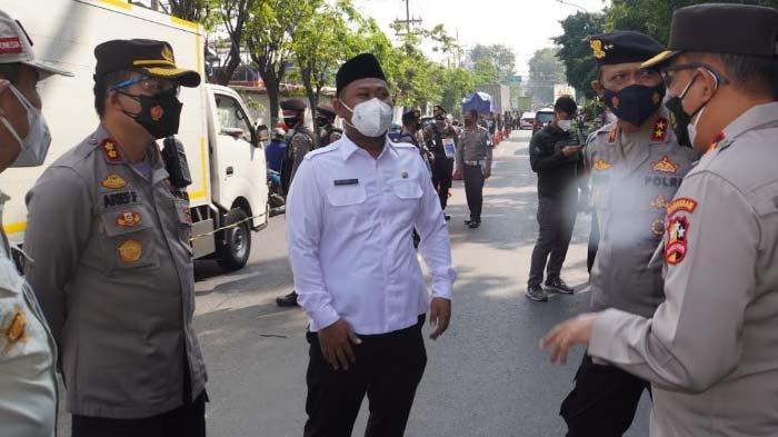 Tim Mabes Polri Sidak Pelaksanaan PPKM Darurat di Gresik