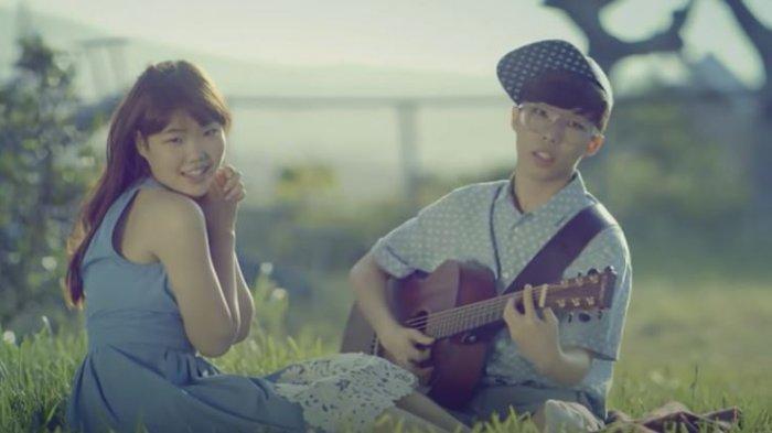 Lirik Lagu Give Love - AKMU Lengkap Arti Indonesia, Viral di TikTok 'Give Love Sarangeul Jom Juseyo'