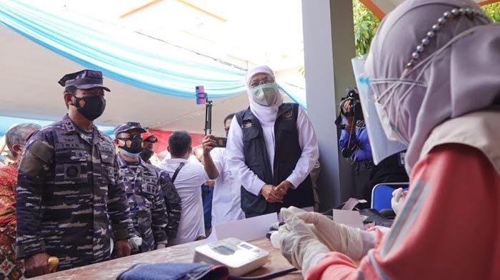 Kejar Herd Immunity Jatim pada HUT RI ke 76, Gubernur Khofifah Gencarkan Vaksinasi Warga Pesisir