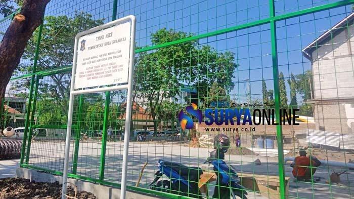 Banyak Sekolah Tak Punya Lapangan Plahraga, Risma Bangun Lapangan di Sebelah SMAN 2 Surabaya