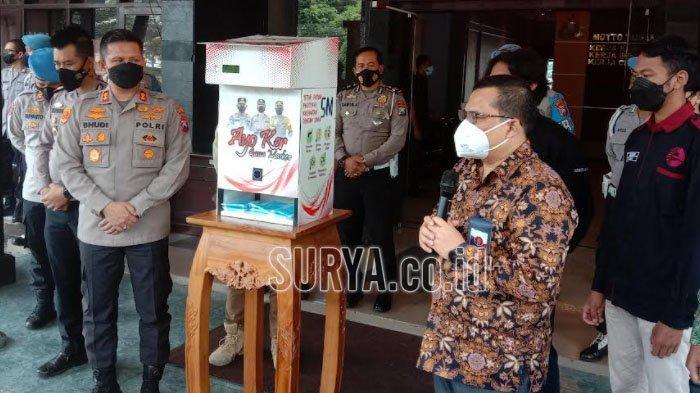 Dispenser Masker Inovasi FT Universitas Brawijaya dan Polresta Malang Kota, Begini Cara Pakainya