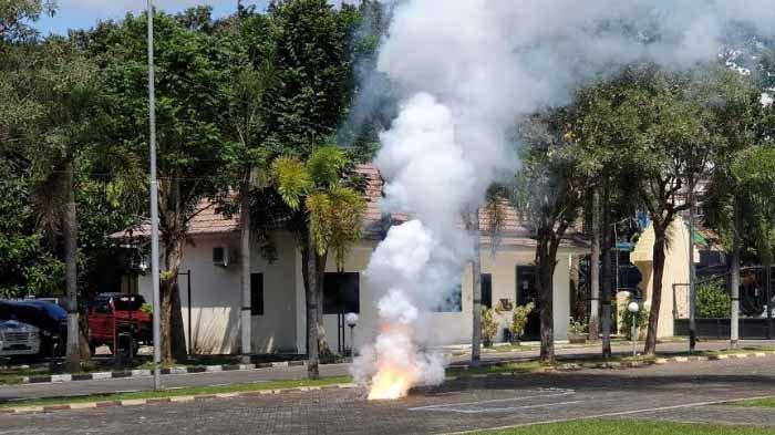 Detik-detik Ledakan Keras di Mako Polres Mojokerto, Lidah Api Diselimuti Asap Tebal, Ternyata Mercon