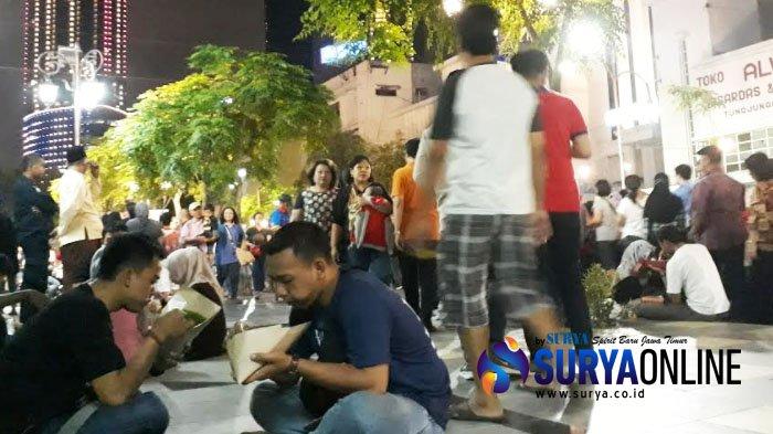 VIDEO - Yuk Mlaku-mlaku Nang Tunjungan!,. . . . Ada Sajian Hiburan dan Aneka Kuliner