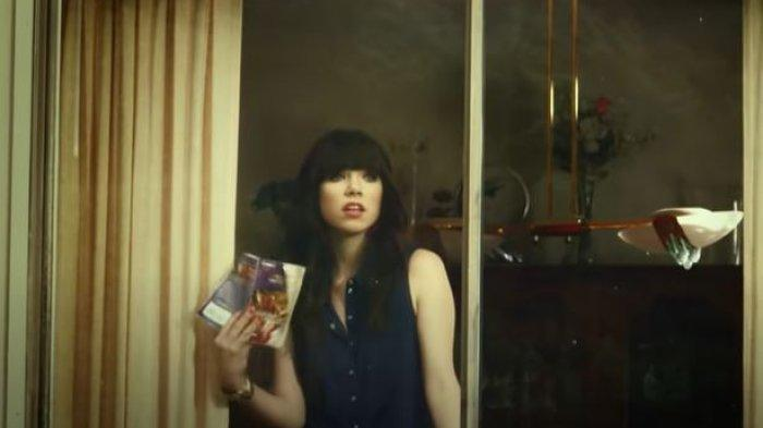 Lirik dan Chord Call Me Maybe - Carly Rae Jepsen Viral TikTok, Hey I Just Met You And This Is Crazy