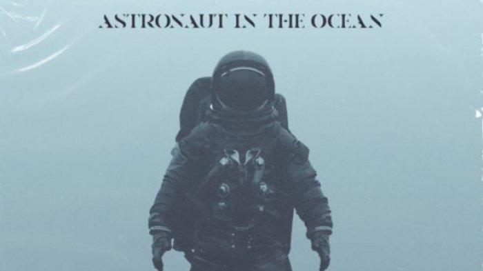 Lirik & Arti Lagu Astronaut In The Ocean - Masked Wolf, What You Know About Rollin' Down in the Deep