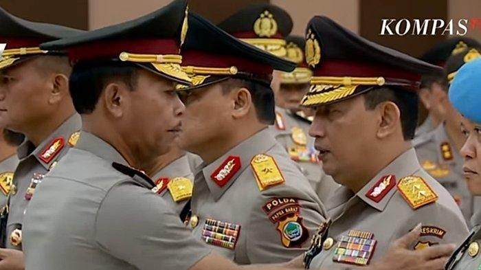 Komjen Listyo Sigit Prabowo (kanan) dan Jenderal Idham Azis (kiri). Listyo Sigit Jadi Kapolri Gantikan Idham Azis, Daftar Kekayaan Mereka ada di artikel ini