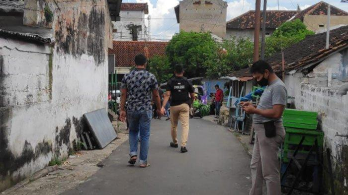 Lokasi gang rumah terduga teroris di Desa/ Kecamatan Rengel, Kabupaten Tuban, Jawa Timur.