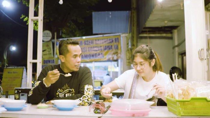 Akhirnya Lord Adi Makan Rawon Terkenal di Surabaya, Kesan Pertama Bikin Olivia Masterchef Terkejut
