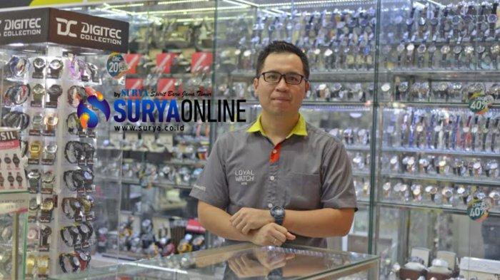 Tips Sukses Berbisnis Jam Tangan Ala Pemilik Toko Loyal Watch Surabaya Lucky Chandra, 'Jaga Trust'