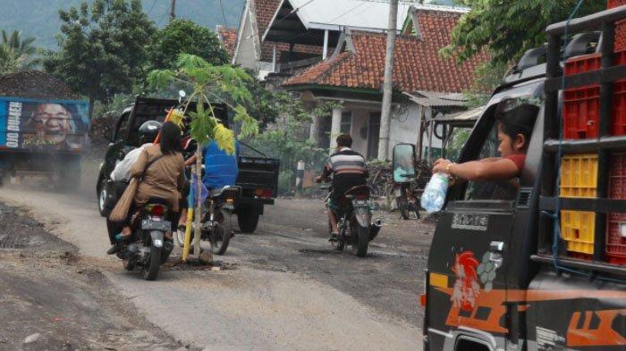 Pemkab Lumajang Anggarkan Rp 7 Miliar untuk Perbaikan Jalan Rusak di Ruas Candipuro-Pasirian