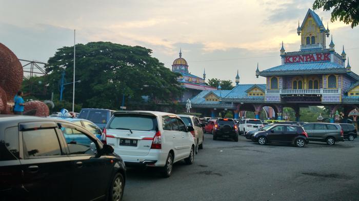 BREAKING NEWS - Macet Parah Menjelang Lokasi Pengamatan Gerhana Matahari di Surabaya
