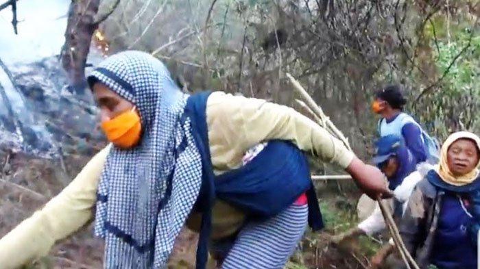 Para Srikandi Padamkan Kebakaran Gunung Lawu, Warti: Lelah Kami Terbayar jika Hutan kembali Hijau