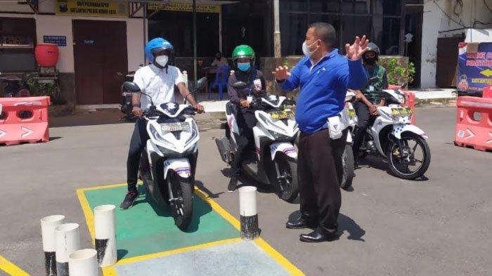 Satlantas Polres Kediri Kota Gelar Safety Riding untuk Mahasiswa Papua