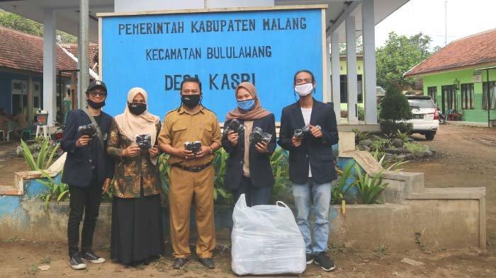 Edukasi Protokol Kesehatan dan Bagikan Masker, KKN Mahasiswa UM di Desa Kasri Bululawang, Kab Malang