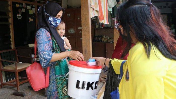 Bantu Cegah Covid-19 di Sidoarjo, Mahasiswa Sumbang Ember dan Sabun