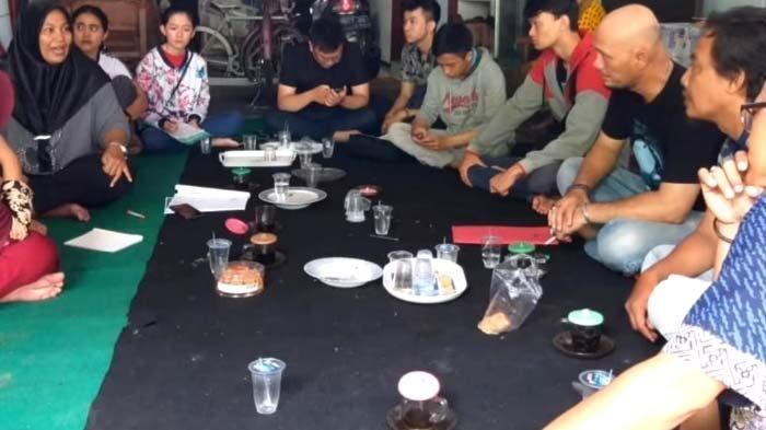 Mahasiswa UKDC Surabaya Dukung Upaya Pemasaran yang Lebih Kuat di Kampung Kue Rungkut Lor
