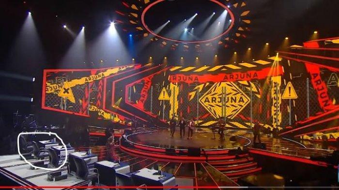 Maia Estianty tampak meninggalkan kursi juri Indonesian Idol 2021