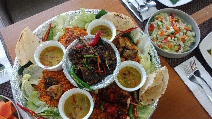 Iga Kambing Bakar Bumbu Rempah, Makannya Ramai-ramai di MaxOne Dharmahusada Hotel Surabaya