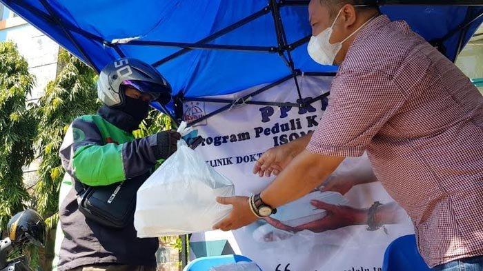 Klinik Dokter Ayoman Keluarga Tawarkan Makan Gratis Bagi Warga Surabaya yang Isoman